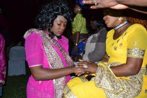 Bride thanking her Mum